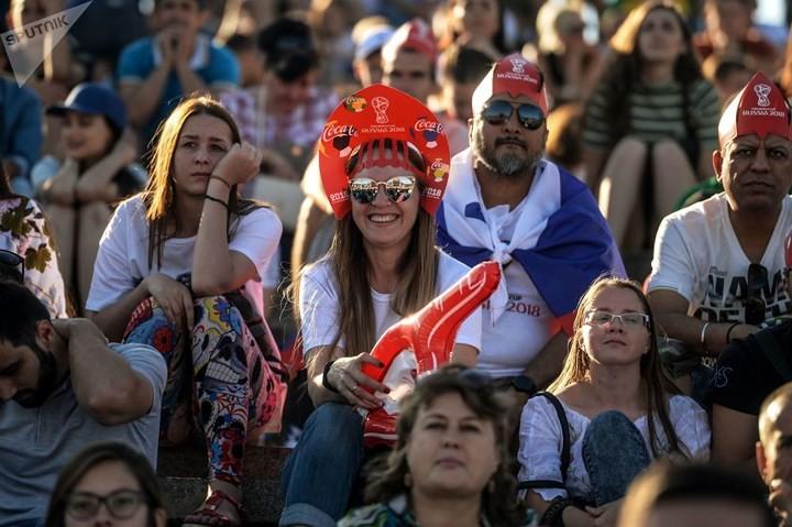 Ảnh: Những chiếc mũ Kokoshnik Nga tô điểm khán đài mùa World Cup - Ảnh 4.