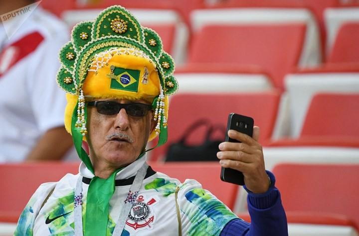 Ảnh: Những chiếc mũ Kokoshnik Nga tô điểm khán đài mùa World Cup - Ảnh 5.