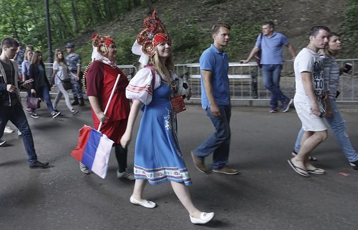 Ảnh: Những chiếc mũ Kokoshnik Nga tô điểm khán đài mùa World Cup - Ảnh 6.