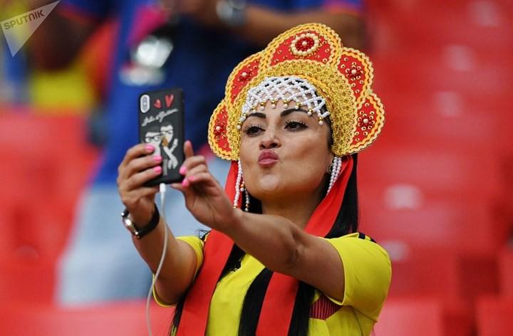 Ảnh: Những chiếc mũ Kokoshnik Nga tô điểm khán đài mùa World Cup - Ảnh 7.