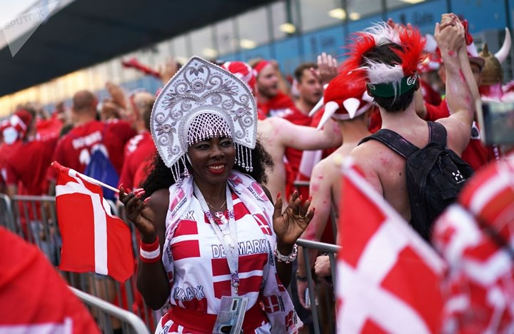 Ảnh: Những chiếc mũ Kokoshnik Nga tô điểm khán đài mùa World Cup - Ảnh 8.
