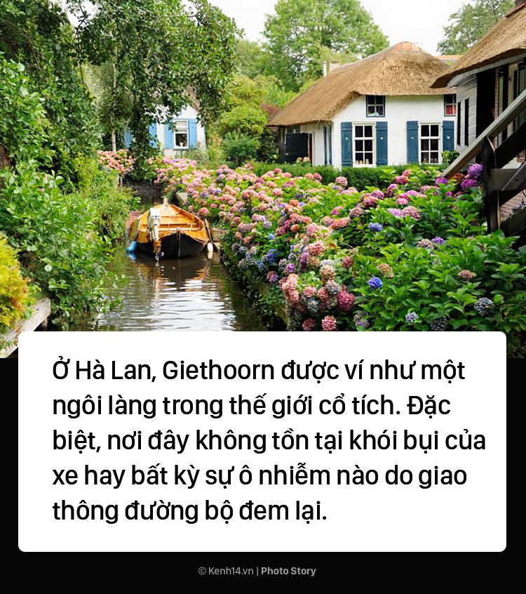 Ngôi làng chẳng có đường ô tô xe máy chỉ được di chuyển bằng thuyền - Ảnh 1.
