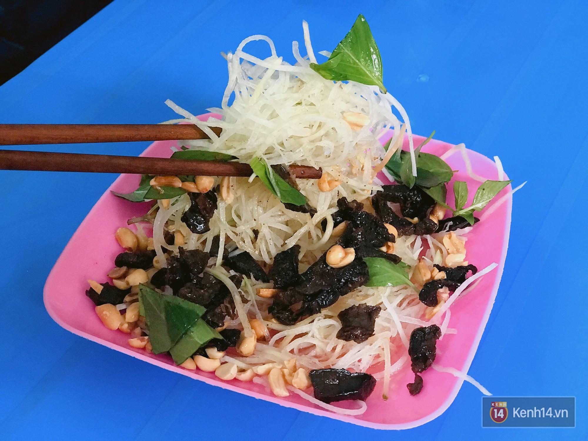 Xế chiều Sài Gòn mát trời, còn gì bằng nhâm nhi những món gỏi ăn vặt ngon tê tái như này - Ảnh 4.