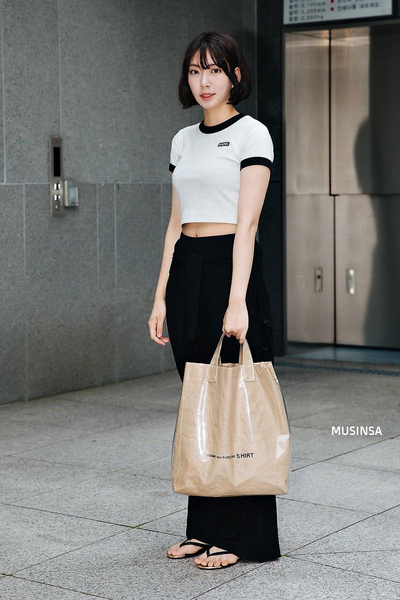 Không thời trang phang thời tiết, giới trẻ Hàn diện toàn đồ mát rười rượi mà vẫn đẹp không lối thoát - Ảnh 8.