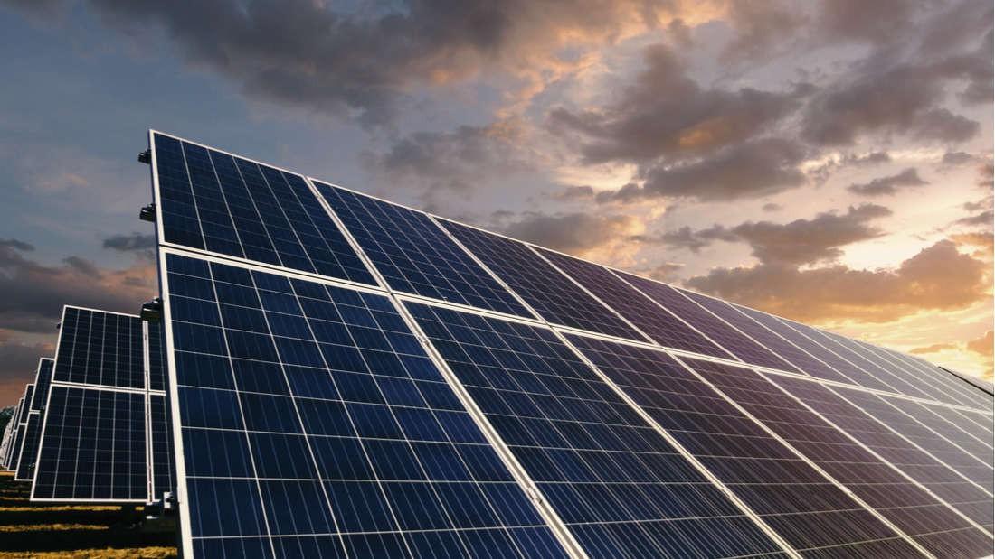 Đột phá năng lượng: Phát minh ra pin Mặt trời hoạt động cả khi trời mưa và không có nắng - Ảnh 1.