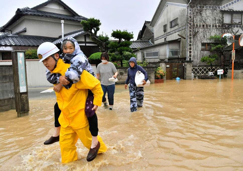 Những hình ảnh trong đợt mưa lũ kinh hoàng tại Nhật Bản khiến 38 người thiệt mạng, 50 người mất tích - Ảnh 11.