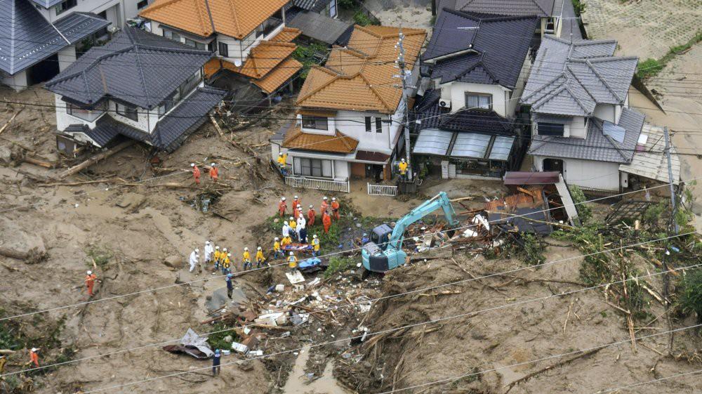 Những hình ảnh trong đợt mưa lũ kinh hoàng tại Nhật Bản khiến 38 người thiệt mạng, 50 người mất tích - Ảnh 16.