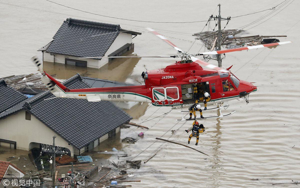 Những hình ảnh trong đợt mưa lũ kinh hoàng tại Nhật Bản khiến 38 người thiệt mạng, 50 người mất tích - Ảnh 18.