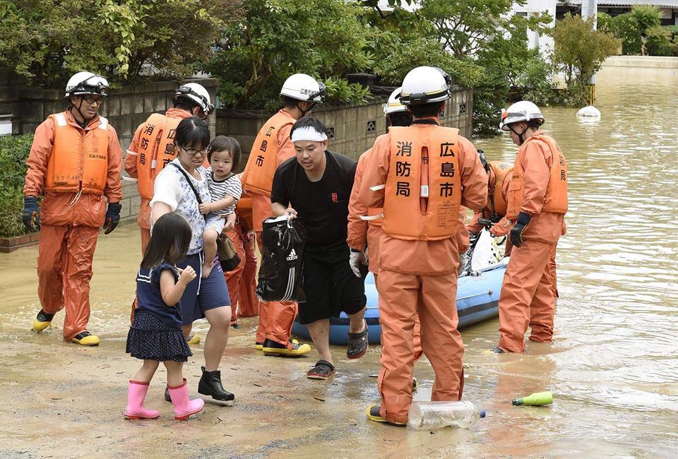 Những hình ảnh trong đợt mưa lũ kinh hoàng tại Nhật Bản khiến 38 người thiệt mạng, 50 người mất tích - Ảnh 7.