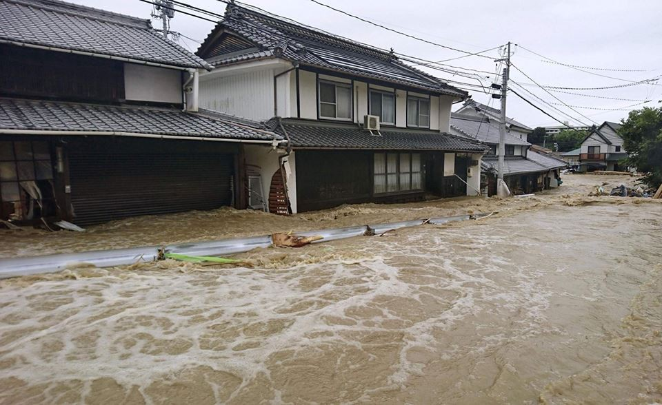 Những hình ảnh trong đợt mưa lũ kinh hoàng tại Nhật Bản khiến 38 người thiệt mạng, 50 người mất tích - Ảnh 5.