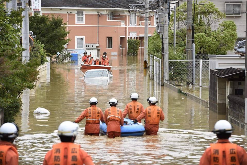 Những hình ảnh trong đợt mưa lũ kinh hoàng tại Nhật Bản khiến 38 người thiệt mạng, 50 người mất tích - Ảnh 12.