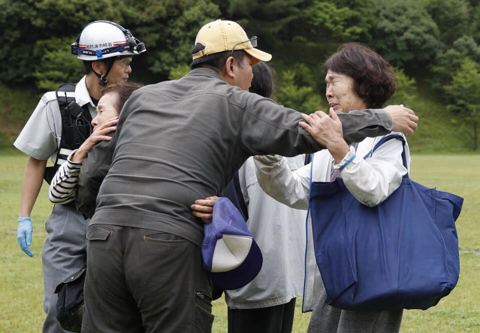 Những hình ảnh trong đợt mưa lũ kinh hoàng tại Nhật Bản khiến 38 người thiệt mạng, 50 người mất tích - Ảnh 8.