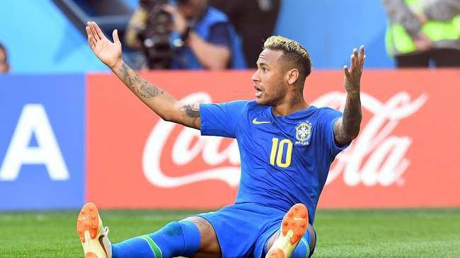 Cách xem bóng đá siêu dị của CĐV Bỉ: Uống cạn bia mỗi lần Neymar ngã - Ảnh 1.