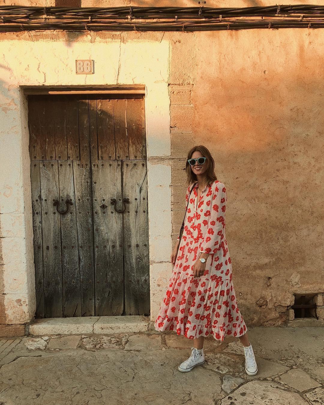 Bộ váy hoa giá cả chục triệu mà đụng hàng xuyên lục địa hết Pháp đến Ý rồi lại Tây Ban Nha - Ảnh 4.