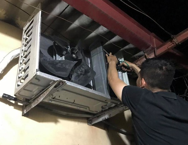 Hà Nội: Điều hòa dở chứng hàng loạt, thợ lắp đặt và bảo dưỡng làm xuyên đêm ngày nóng đỉnh điểm - Ảnh 6.