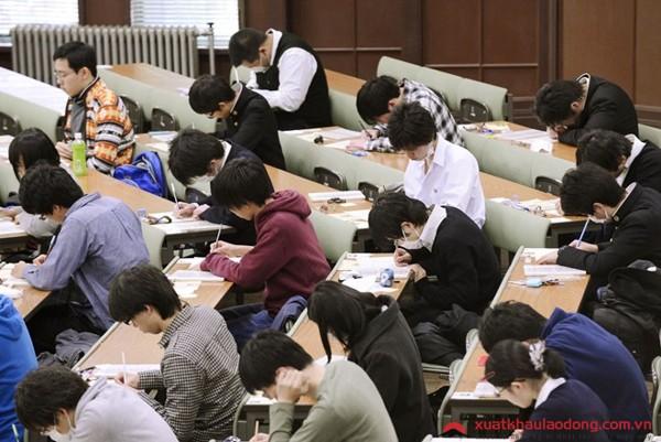 Chuyện thi đại học kinh khủng ở các nước châu Á: Nữ sinh phải uống thuốc hoãn ngày đèn đỏ để ôn thi - Ảnh 8.
