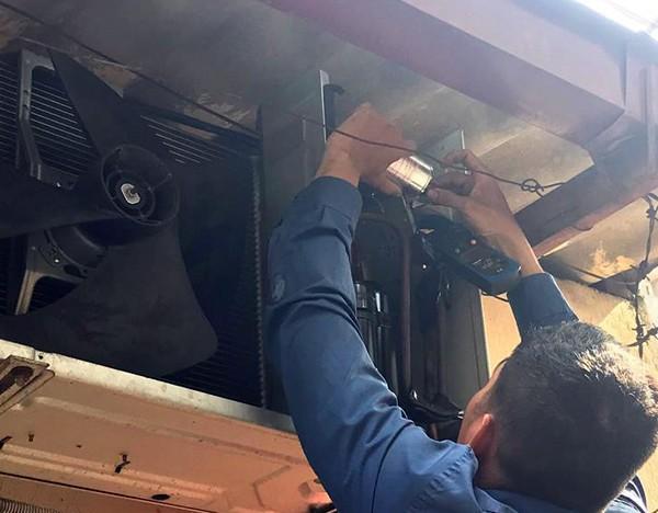 Hà Nội: Điều hòa dở chứng hàng loạt, thợ lắp đặt và bảo dưỡng làm xuyên đêm ngày nóng đỉnh điểm - Ảnh 7.
