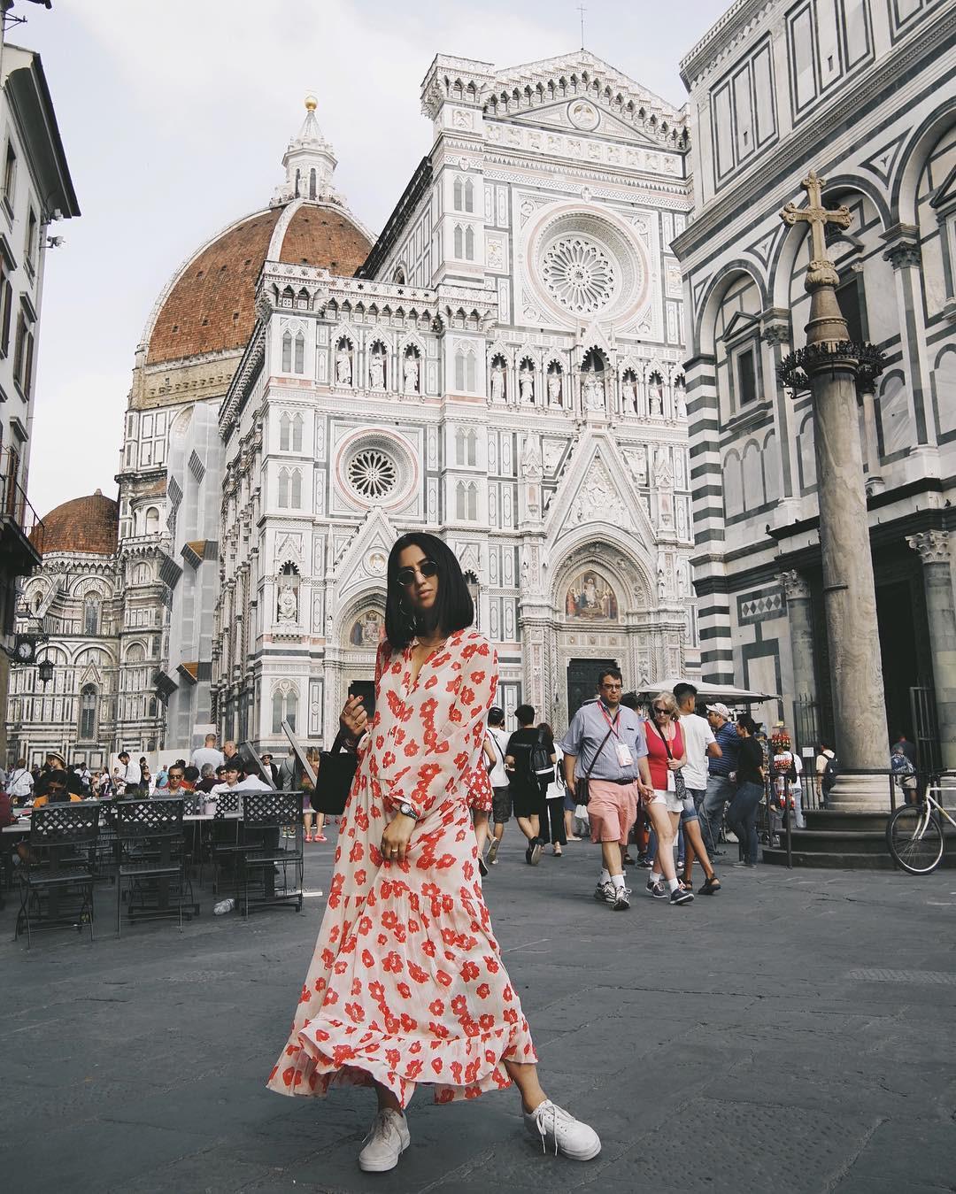Bộ váy hoa giá cả chục triệu mà đụng hàng xuyên lục địa hết Pháp đến Ý rồi lại Tây Ban Nha - Ảnh 7.