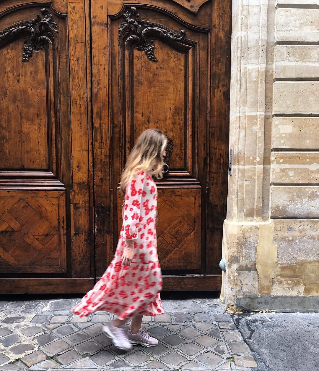 Bộ váy hoa giá cả chục triệu mà đụng hàng xuyên lục địa hết Pháp đến Ý rồi lại Tây Ban Nha - Ảnh 9.