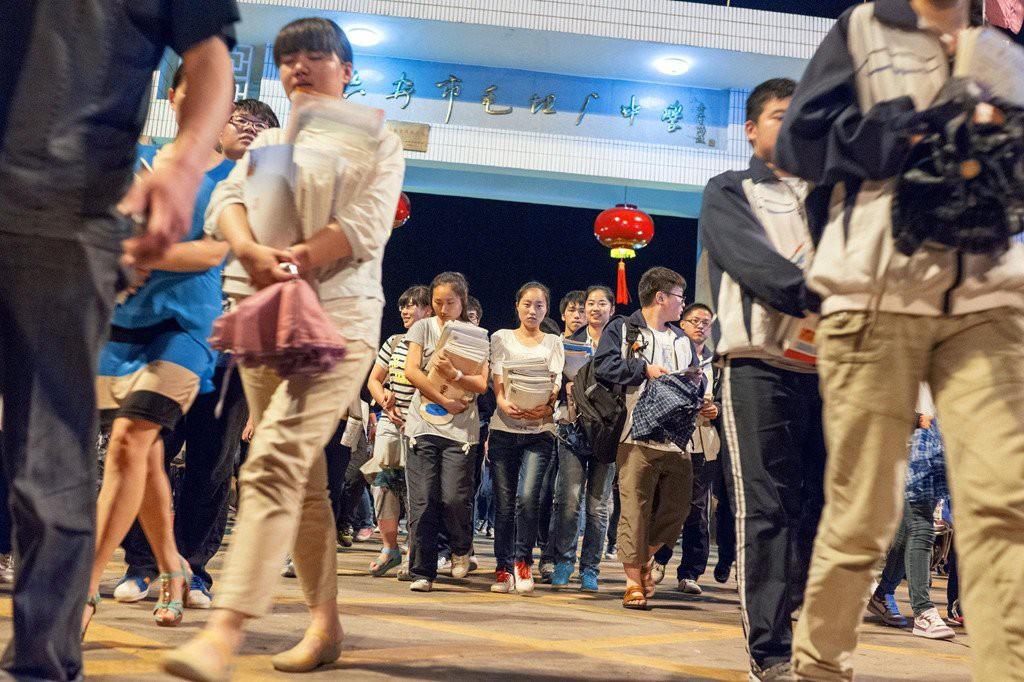 Chuyện thi đại học kinh khủng ở các nước châu Á: Nữ sinh phải uống thuốc hoãn ngày đèn đỏ để ôn thi - Ảnh 4.