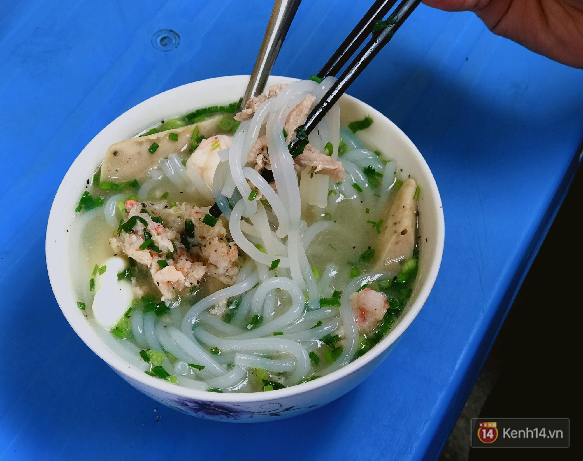 Sài Gòn có hàng bún nước Cô Có hay ho từ cái tên đến cách làm món ăn - Ảnh 4.