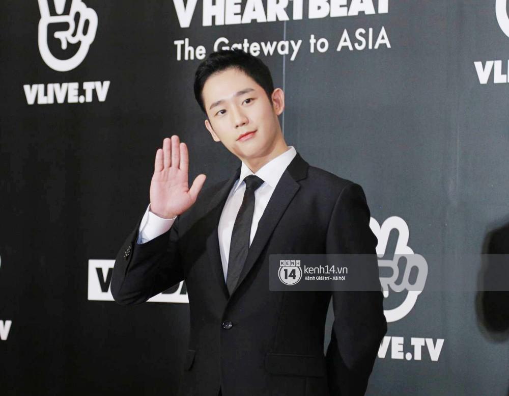 Thảm đỏ đêm nhạc Hàn-Việt: Jung Hae In, WINNER đẹp trai cực phẩm, Chi Pu và Hòa Minzy đọ sắc cùng loạt sao Việt - Ảnh 4.