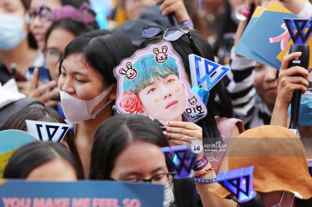 Thảm đỏ đêm nhạc Hàn-Việt: Jung Hae In, WINNER đẹp trai cực phẩm, Chi Pu và Hòa Minzy đọ sắc cùng loạt sao Việt - Ảnh 31.