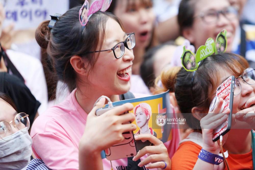 Thảm đỏ đêm nhạc Hàn-Việt: Jung Hae In, WINNER đẹp trai cực phẩm, Chi Pu và Hòa Minzy đọ sắc cùng loạt sao Việt - Ảnh 30.