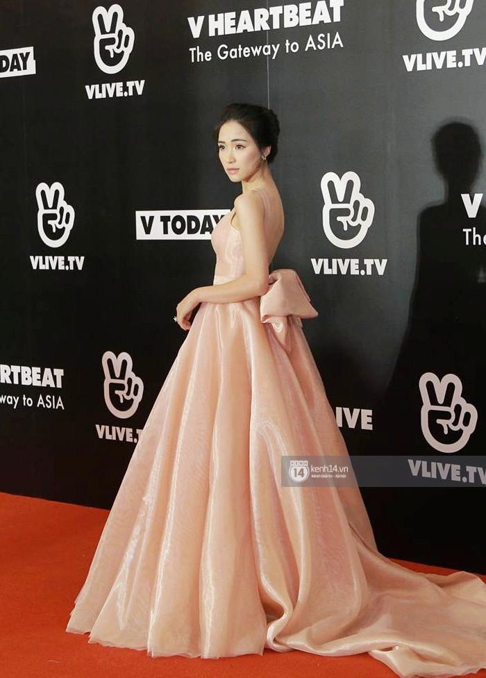 Thảm đỏ đêm nhạc Hàn-Việt: Jung Hae In, WINNER đẹp trai cực phẩm, Chi Pu và Hòa Minzy đọ sắc cùng loạt sao Việt - Ảnh 16.