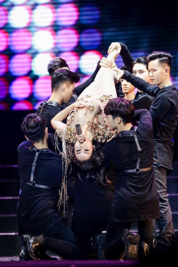 Hai lần gặp sự cố âm thanh của Thu Minh trong sự kiện âm nhạc có sao Kpop về Việt Nam - Ảnh 3.
