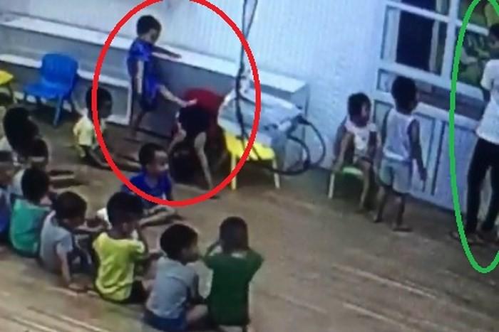 Chuyện lạ ở trường mầm non tại Sơn La: Mẹ quay clip trẻ đánh nhau, con bị cho thôi học - Ảnh 1.