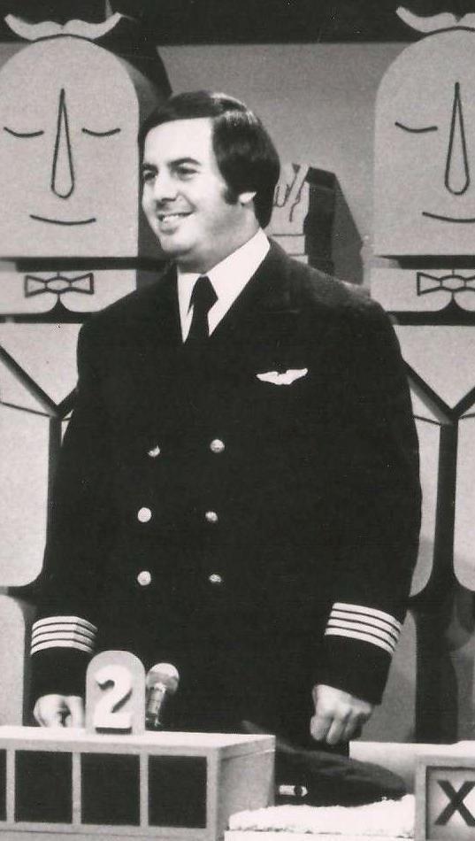Frank Abagnale: Tên lừa đảo khét tiếng nhất nước Mỹ với tài đóng giả mọi nhân dạng - Ảnh 2.