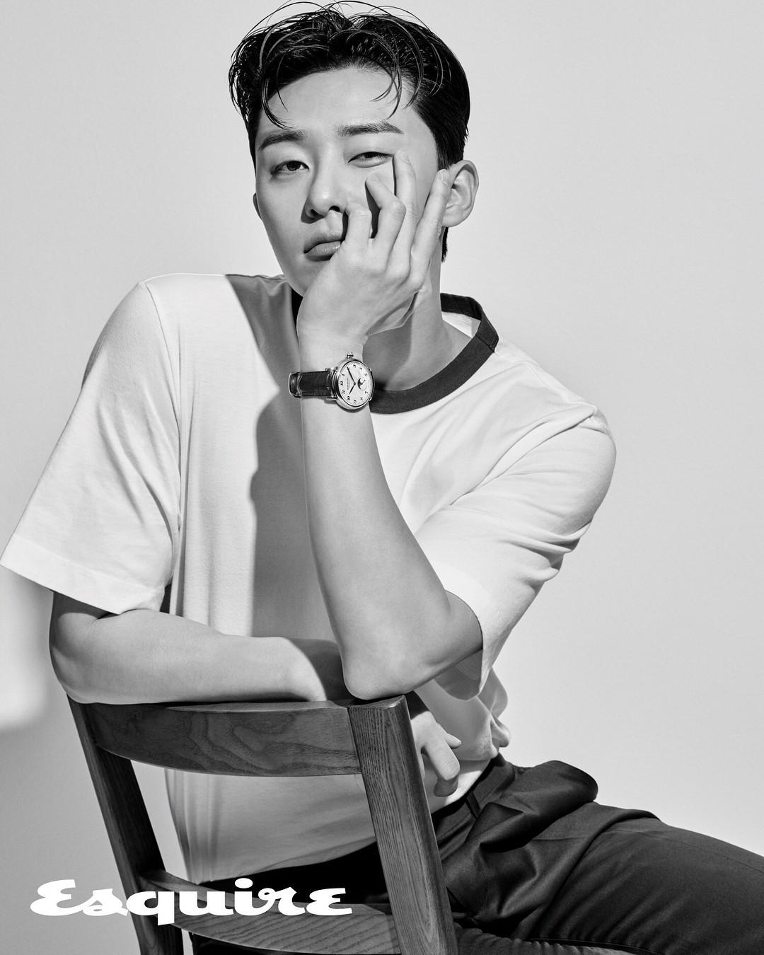 Park Seo Joon - nam thần không chỉ điển trai mà còn mặc đẹp từ phim đến đời thực - Ảnh 1.