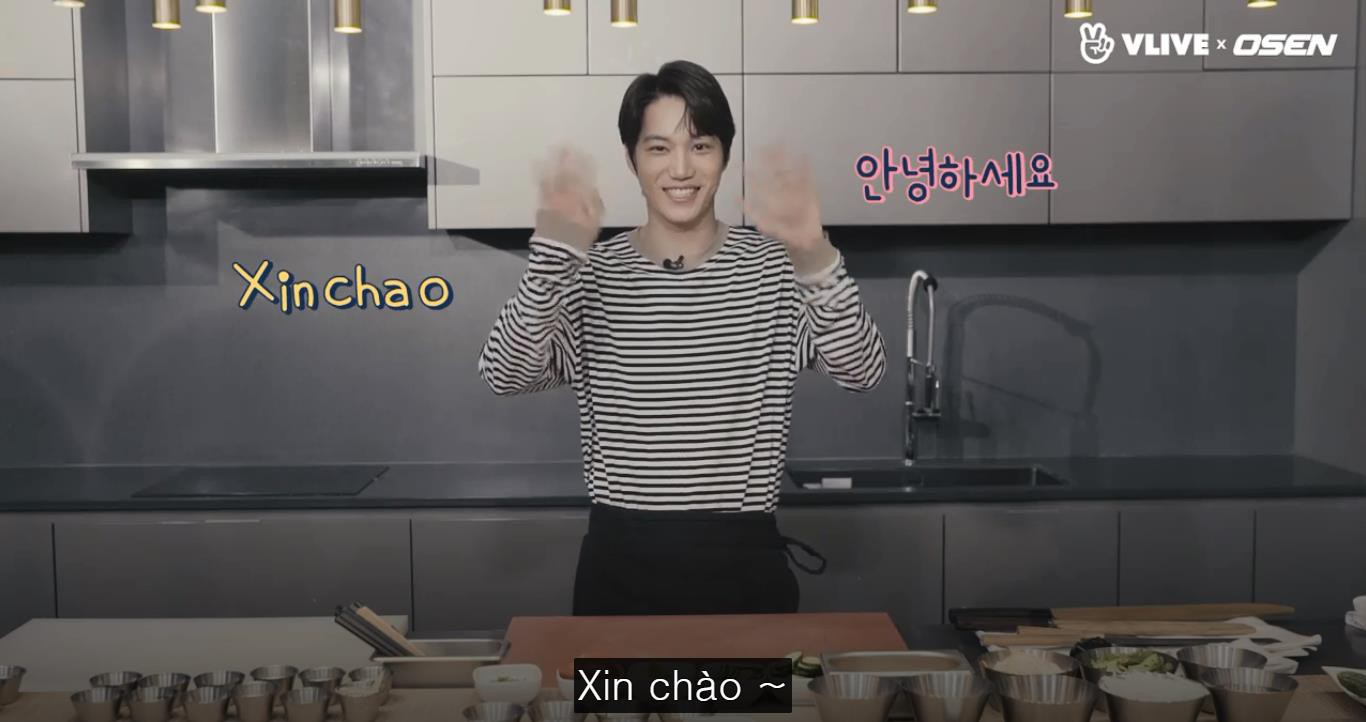 Kai (EXO) trổ tài làm bánh mỳ Việt Nam trong show thực tế mới - Ảnh 1.