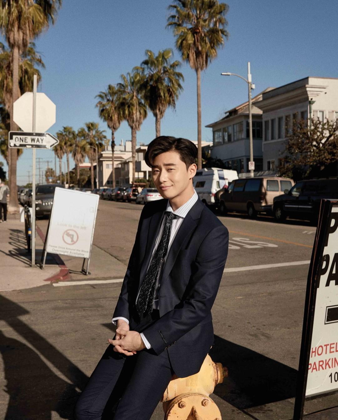 Park Seo Joon - nam thần không chỉ điển trai mà còn mặc đẹp từ phim đến đời thực - Ảnh 4.