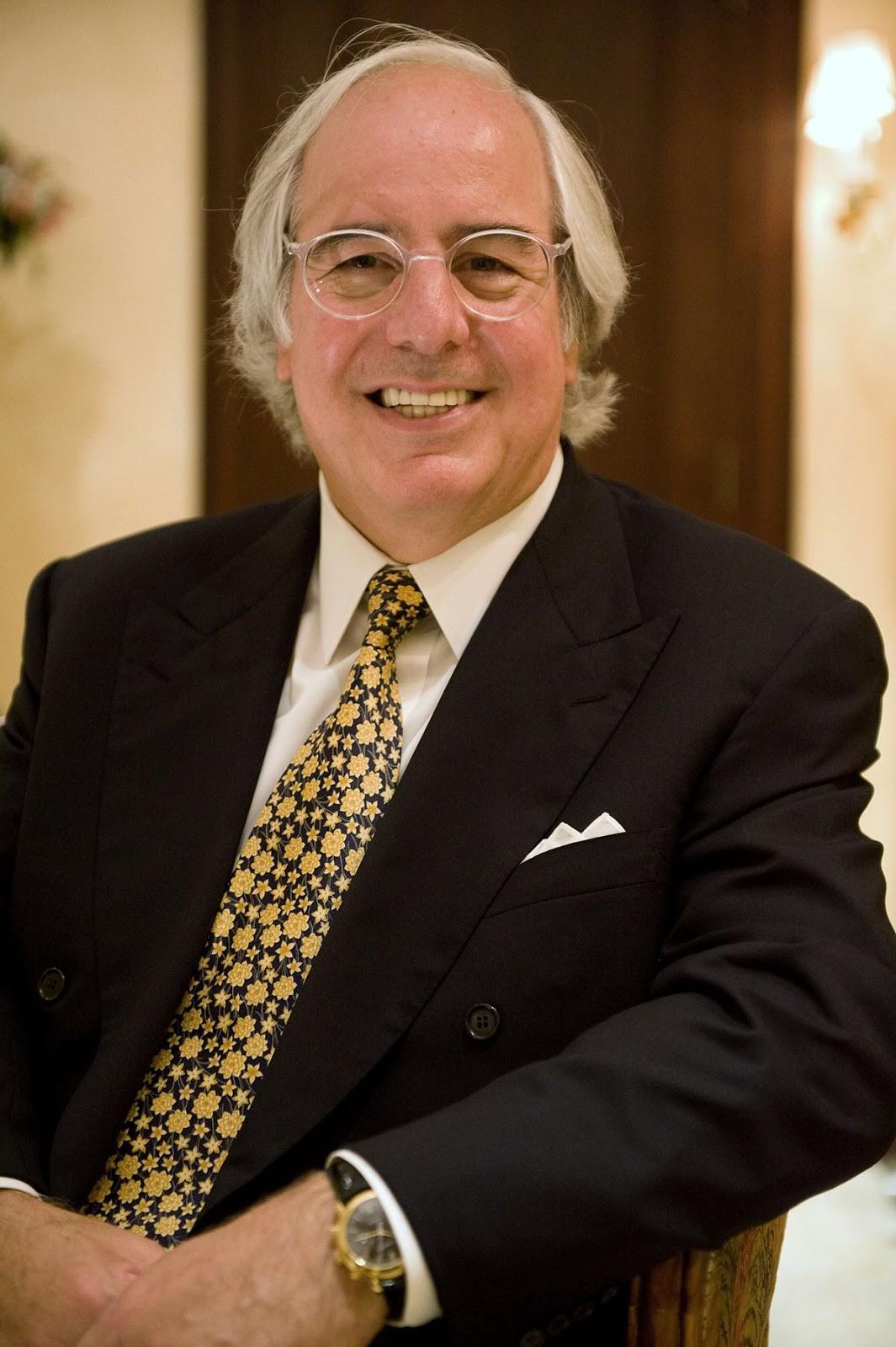 Frank Abagnale: Tên lừa đảo khét tiếng nhất nước Mỹ với tài đóng giả mọi nhân dạng - Ảnh 5.