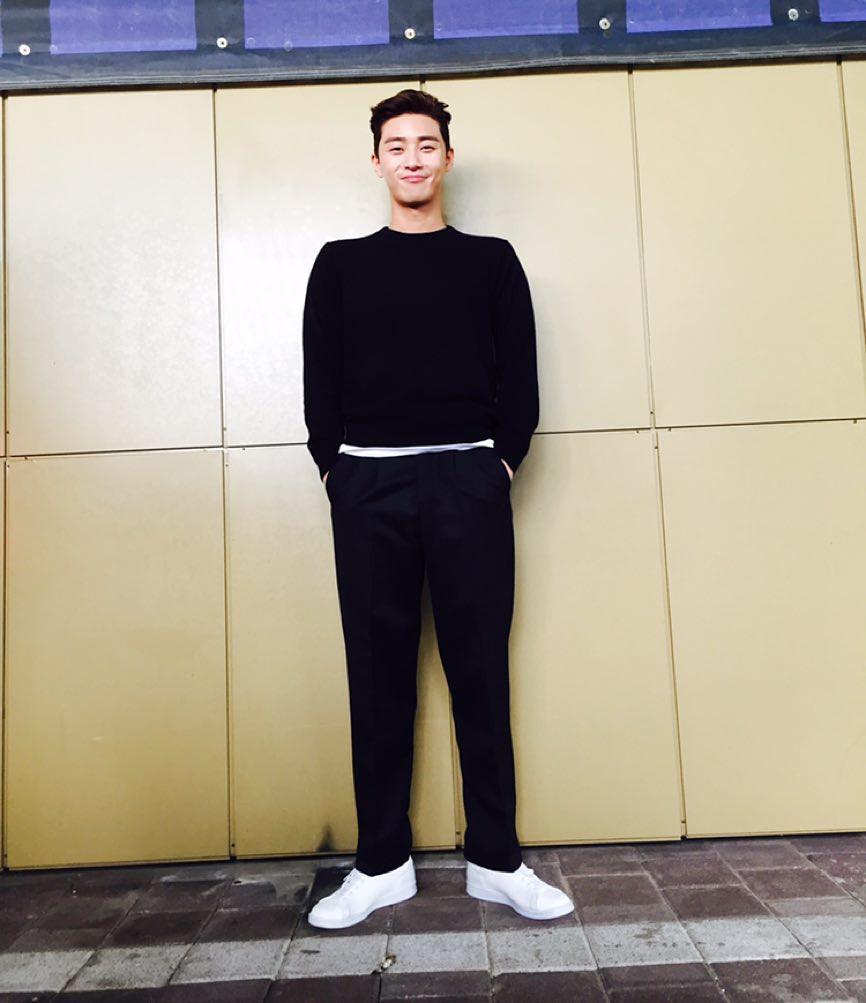 Park Seo Joon - nam thần không chỉ điển trai mà còn mặc đẹp từ phim đến đời thực - Ảnh 7.