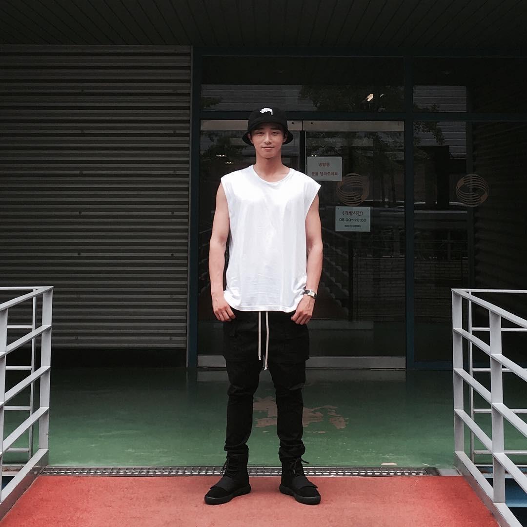 Park Seo Joon - nam thần không chỉ điển trai mà còn mặc đẹp từ phim đến đời thực - Ảnh 8.