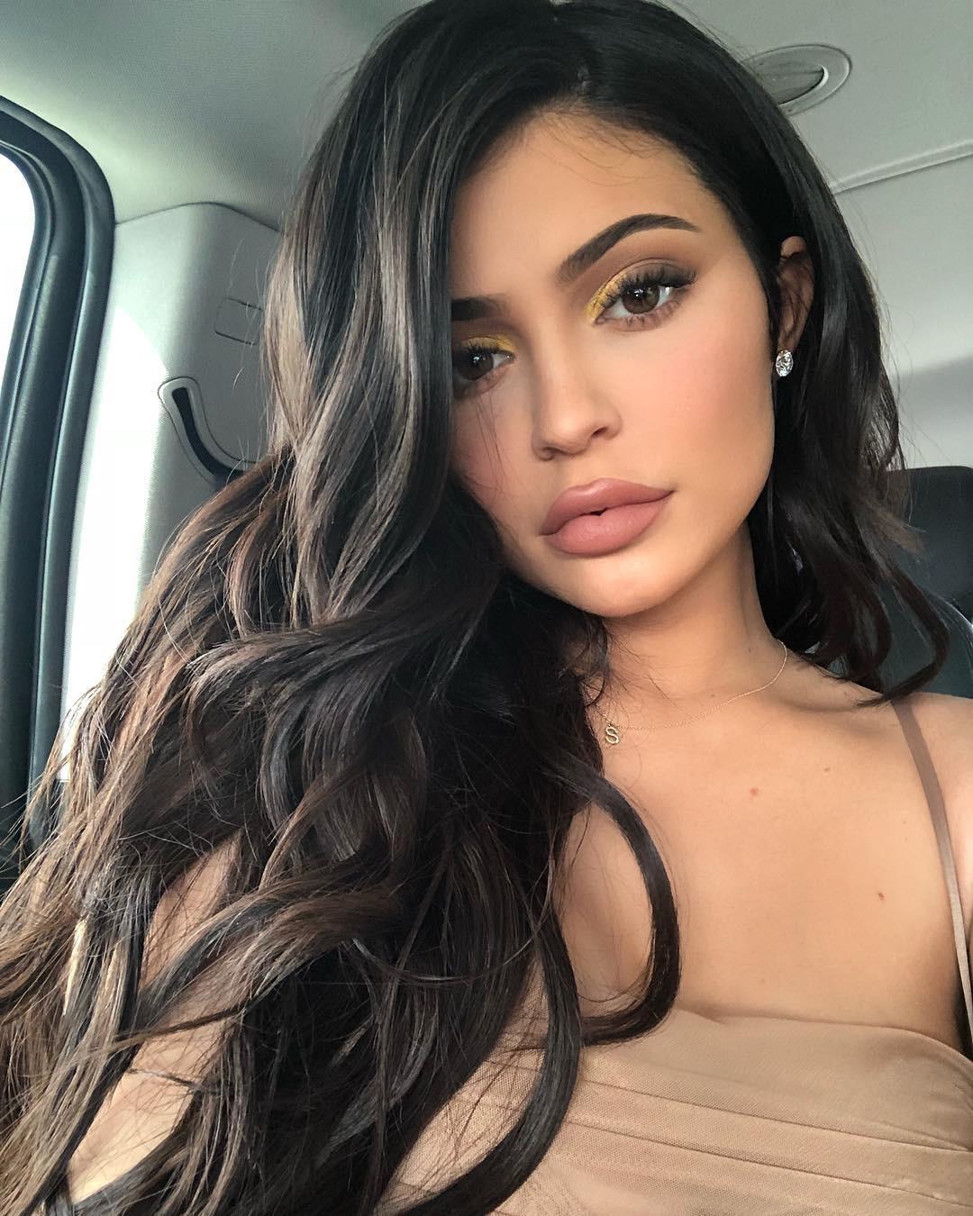 Nữ hoàng môi tều Kylie Jenner giờ môi đã không còn tều, tự nhận đã rút hết filler ra khỏi môi và đây là phản ứng của cư dân mạng - Ảnh 1.