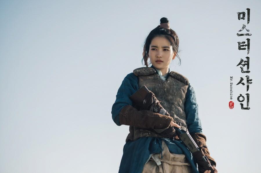 Bom tấn mới của mẹ đẻ Hậu Duệ Mặt Trời: Cuộc lãng phí tài lực khủng khiếp của đài tvN - Ảnh 7.