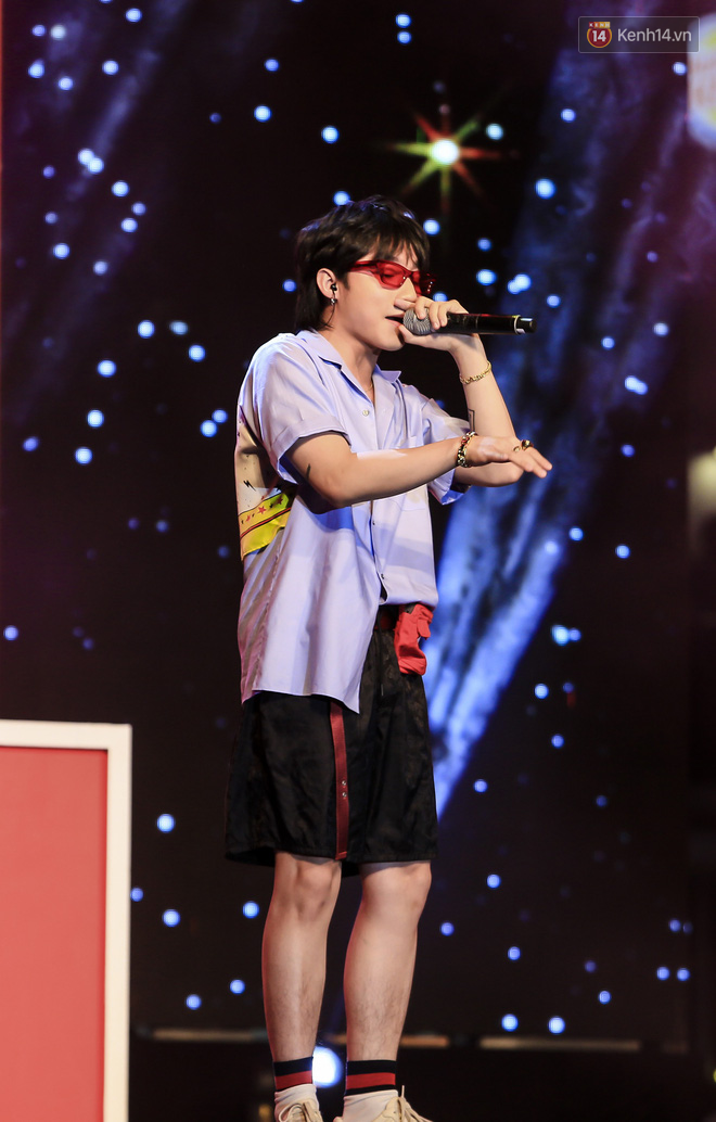 Sơn Tùng M-TP mặc quần đùi, lần đầu hát Chạy ngay đi Remix trong đêm nhạc phố đi bộ - Ảnh 5.