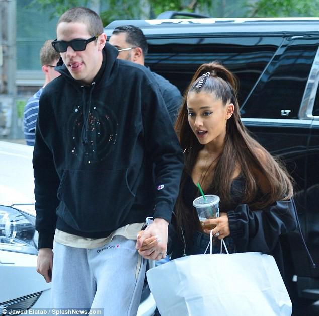 Ariana Grande và Justin Bieber đều đính hôn với người yêu quá nhanh là vì chiêu trò PR của quản lý? - Ảnh 2.