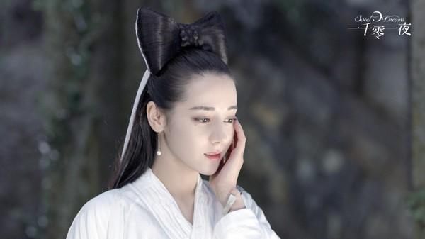 Địch Lệ Nhiệt Ba bất ngờ cự tuyệt nụ hôn của Đặng Luân trong phim Nghìn lẻ một đêm