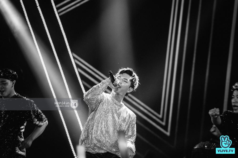 Chùm ảnh đẹp nhất trong show Hàn-Việt: WINNER, Jung Hae In, Noo Phước Thịnh cùng dàn nghệ sĩ Việt để lại chuỗi cảm xúc vỡ òa - Ảnh 8.