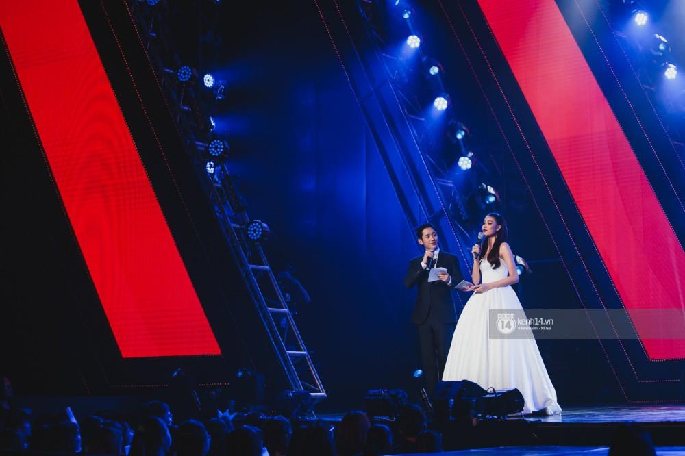 Chùm ảnh đẹp nhất trong show Hàn-Việt: WINNER, Jung Hae In, Noo Phước Thịnh cùng dàn nghệ sĩ Việt để lại chuỗi cảm xúc vỡ òa - Ảnh 2.