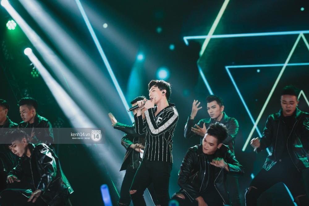 Chùm ảnh đẹp nhất trong show Hàn-Việt: WINNER, Jung Hae In, Noo Phước Thịnh cùng dàn nghệ sĩ Việt để lại chuỗi cảm xúc vỡ òa - Ảnh 6.