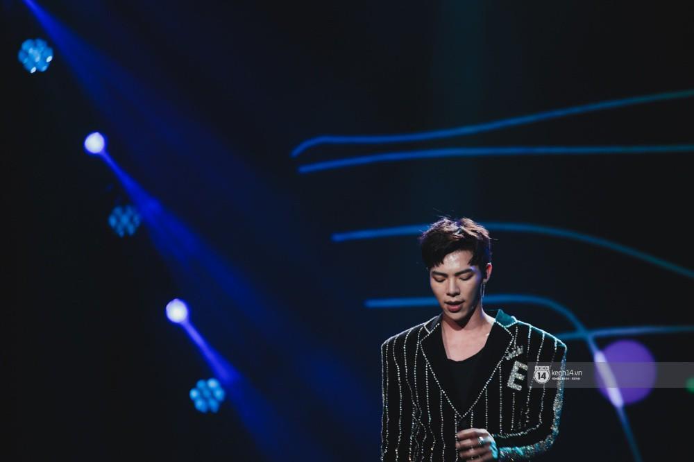 Chùm ảnh đẹp nhất trong show Hàn-Việt: WINNER, Jung Hae In, Noo Phước Thịnh cùng dàn nghệ sĩ Việt để lại chuỗi cảm xúc vỡ òa - Ảnh 7.