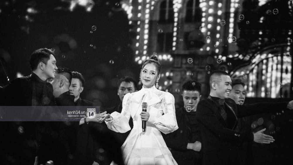Chùm ảnh đẹp nhất trong show Hàn-Việt: WINNER, Jung Hae In, Noo Phước Thịnh cùng dàn nghệ sĩ Việt để lại chuỗi cảm xúc vỡ òa - Ảnh 11.