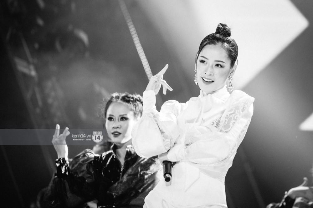 Chùm ảnh đẹp nhất trong show Hàn-Việt: WINNER, Jung Hae In, Noo Phước Thịnh cùng dàn nghệ sĩ Việt để lại chuỗi cảm xúc vỡ òa - Ảnh 14.