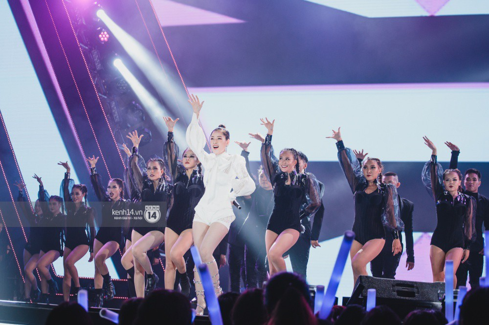 Chùm ảnh đẹp nhất trong show Hàn-Việt: WINNER, Jung Hae In, Noo Phước Thịnh cùng dàn nghệ sĩ Việt để lại chuỗi cảm xúc vỡ òa - Ảnh 17.